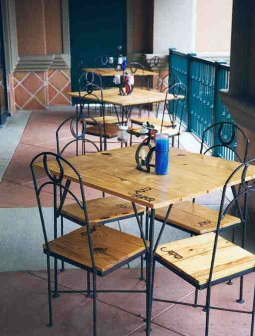 Restaurant Brenden's BBQ-Table & Chairs