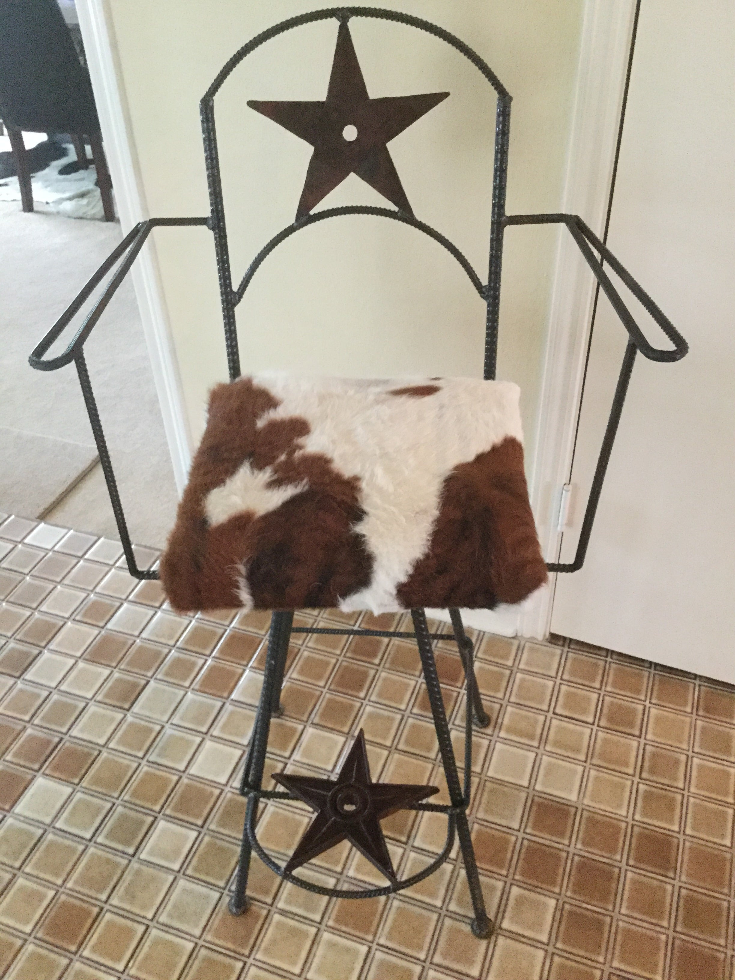 Bar Chair, Swivel, Star, Cowhide Arms1 Min